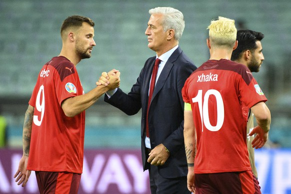 epa09289208 Switzerland's forward Haris Seferovic (L), head coach Vladimir Petkovic(C) and midfielder Granit Xhaka celebrate winning the UEFA EURO 2020 group A preliminary round soccer match between Switzerland and Turkey in Baku, Azerbaijan, 20 June 2021.  EPA/JEAN-CHRISTOPHE BOTT (RESTRICTIONS: For editorial news reporting purposes only. Images must appear as still images and must not emulate match action video footage. Photographs published in online publications shall have an interval of at least 20 seconds between the posting.)