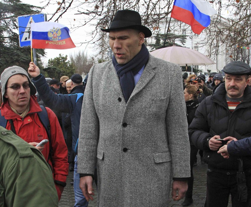 Nikolai Valuev, deputy of the Russian State Duma, Russia's lower house of Parliament, walks near the city state administration headquarters in the Ukrainian Black Sea port of Sevastopol, Crimea, February 27, 2014. Armed men seized regional government headquarters and parliament in Ukraine's Crimea on Thursday and raised the Russian flag, alarming Kiev's new rulers, who urged Moscow not to abuse its navy base rights on the peninsula by moving troops around. REUTERS/Stringer (UKRAINE  - Tags: POLITICS CIVIL UNREST MILITARY)