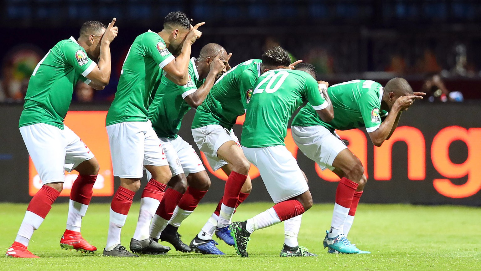 epa07667312 Players of Madagascar celebrate their 1-1 equalizer during the 2019 Africa Cup of Nations (AFCON) group B soccer match between Guinea and Madagascar in Alexandria, Egypt, 22 June 2019.  EPA/MUZI NTOMBELA