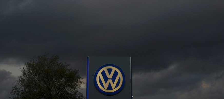 The logo of German carmaker Volkswagen is seen at a VW dealership in Hamburg, in this October 28, 2013 file photo. The scandal engulfing Volkswagen, which has admitted cheating diesel vehicle emissions tests in the United States, spread on Tuesday as South Korea said it would conduct its own investigation and a French minister called for an EU-wide probe. REUTERS/Fabian Bimmer/Files
