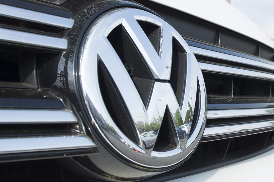 epa05761255 (FILE) A file photo dated 21 April 2016 shows a Volkswagen logo on a car in the lot of a VW dealership in Alexandria, Virginia, USA. Reports on 30 January 2017 state Volkswagen has taken over from Toyota as the world's biggest car maker. According to reports, Volkswagen sold 10.3 million vehicles, compared with Toyota's 10.175 million cars that was 0.2 more than in 2016. Volkswagen earlier in January said their annual sales in 2016 increased by 3.8 per cent.  EPA/MICHAEL REYNOLDS *** Local Caption *** 52714599
