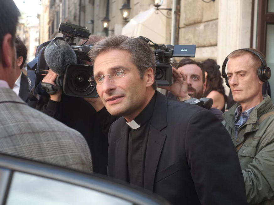 epa04961373 Monsignor Krysztof Charamsa, second secretary of the Vatican's International Theological Commission, leaves after a press conference in Rome, Italy, 03 October 2015.  EPA/LUCIANO DEL CASTILLO