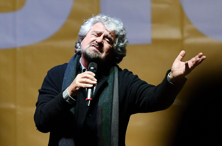 epa05657055 M5S leader Beppe Grillo during his speech at the end of the demonstration staged by the anti-establishment Five-Star Movement (M5S) to support 'No' at in the 04 December Constitutional reform referendum, in Turin, Italy, 02 December 2016. The crucial referendum is considered by the government to end gridlock and make passing legislation cheaper by, among other things, turning the Senate into a leaner body made up of regional representatives with fewer lawmaking powers. It would also do away with the equal powers between the Upper and Lower Houses of parliament - an unusual system that has been blamed for decades of political gridlock.  EPA/ALESSANDRO DI MARCO