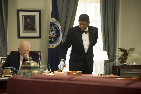This film image released by The Weinstein Company shows Robin Williams as Dwight Eisenhower, left, and Forest Whitaker as Cecil Gaines in a scene from