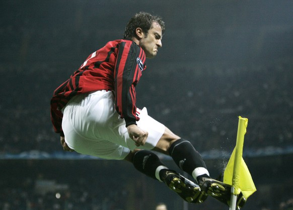 AC Milan forward Alberto Gilardino celebrates after scoring against Shakhtar Donetsk during a Champions League, Group D soccer match at the San Siro stadium, in Milan, Italy, Wednesday, Oct.24, 2007. (AP Photo/Luca Bruno) WO SPIELT HEUTE?
