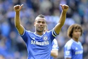 "Chelsea's Ashley Cole acknowledges the Chelsea fans during their English Premier League soccer match at Cardiff City Stadium in Cardiff, Wales, May 11, 2014. REUTERS/Rebecca Naden (BRITAIN - Tags: SPORT SOCCER) NO USE WITH UNAUTHORIZED AUDIO, VIDEO, DATA, FIXTURE LISTS, CLUB/LEAGUE LOGOS OR ""LIVE"" SERVICES. ONLINE IN-MATCH USE LIMITED TO 45 IMAGES, NO VIDEO EMULATION. NO USE IN BETTING, GAMES OR SINGLE CLUB/LEAGUE/PLAYER PUBLICATIONS. FOR EDITORIAL USE ONLY. NOT FOR SALE FOR MARKETING OR ADVERTISING CAMPAIGNS"