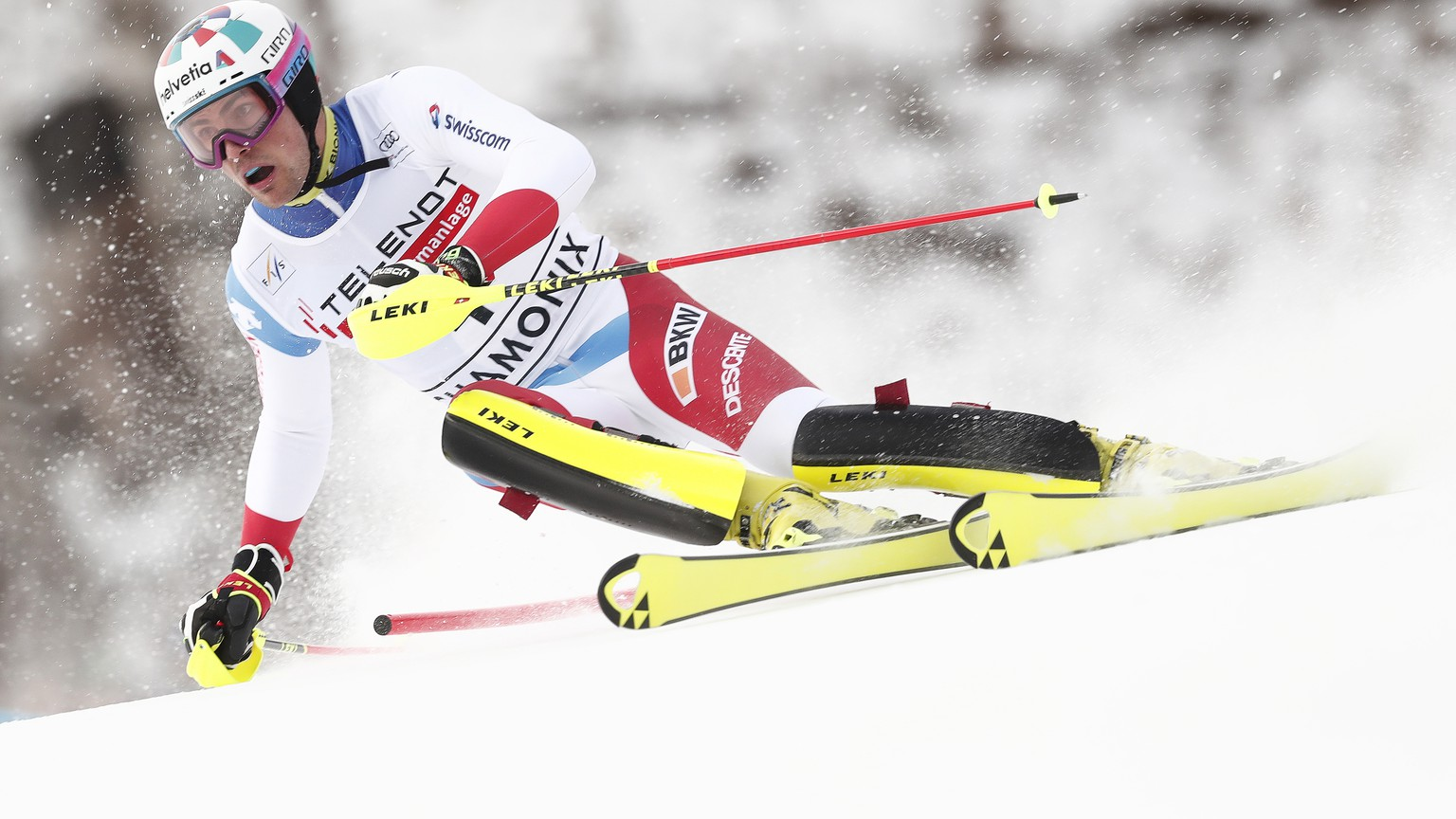 epa08202167 Daniel Yule of Switzerland in action during the first run of the men's Slalom race at the FIS Alpine Skiing World Cup in Les Houches - Chamonix, France, 08 February 2020.  EPA/GUILLAUME HORCAJUELO