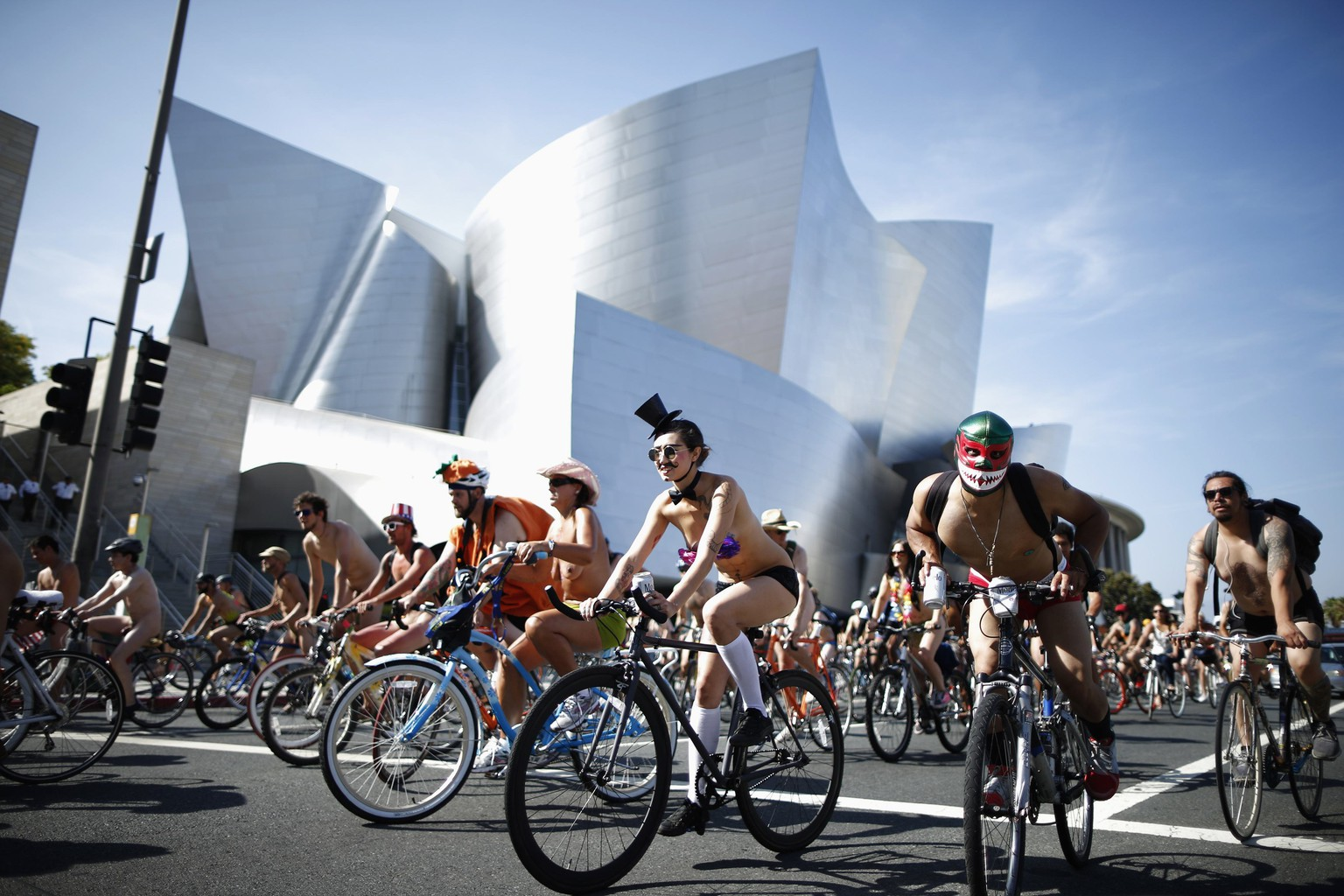 People ride past the Walt Disney Concert Hall, designed by Frank Gehry, in the World Naked Bike Ride in Los Angeles, California June 14, 2014. The event aims to defend the right of cyclists to ride on the streets in safety, according to organisers. REUTERS/Lucy Nicholson (UNITED STATES - Tags: SPORT CYCLING SOCIETY TRANSPORT TPX IMAGES OF THE DAY) TEMPLATE OUT