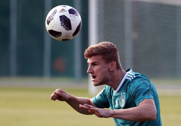 epa06839155 Germany's Timo Werner attends a team training session in Vatutinki sport base outside Moscow, Russia, 25 June 2018. Germany will face South Korea in the FIFA World Cup 2018 Group F preliminary round soccer match on 27 June.  EPA/YURI KOCHETKOV EDITORIAL USE ONLY  EDITORIAL USE ONLY