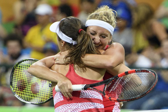 epa05460607 Timea Bacsinszky, right, and Martina Hingis, left, of Switzerland celebrate the victory after the womenÕs first round doubles match against Daria Gavrilova and Samantha Stosur from Australia at the Olympic Tennis Center in Rio de Janeiro, Brazil, at the Rio 2016 Olympic Summer Games, pictured on Saturday, August 06, 2016. (KEYSTONE/Laurent Gillieron)
