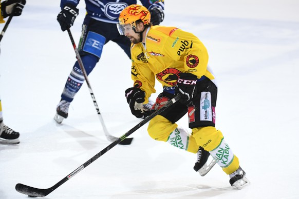 Bern's Topscorer Mark Arcobello during the preliminary round game of National League A (NLA) Swiss Championship 2016/17 between HC Ambri Piotta and SC Bern, at the ice stadium Valascia in Ambri, on Tuesday, October 18, 2016. (KEYSTONE/Ti-Press/PPR/Gabriele Putzu)