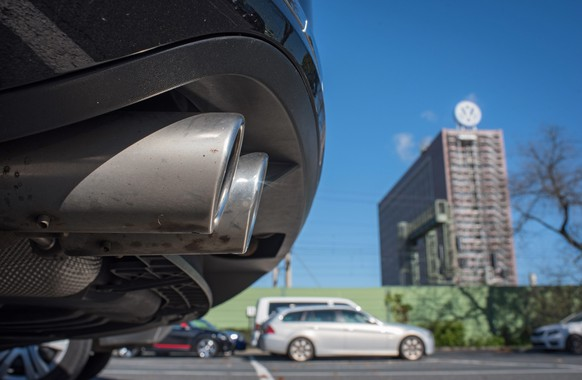 epa04948198 The exhaust pipe of a Volkswagen Passat pictured in front of the Volkswagen plant in Wolfsburg, Germany, 25 September 2015. The board of embattled German carmaker Volkswagen (VW) is to announce the company's new chief executive. The appointment of the new VW chief is to become part of a likely major shake-up of the company's top management following the scandal, which was triggered by the carmaker's admission that it cheated on exhaust tests for its diesel models in the United States.  EPA/JULIAN STRATENSCHULTE