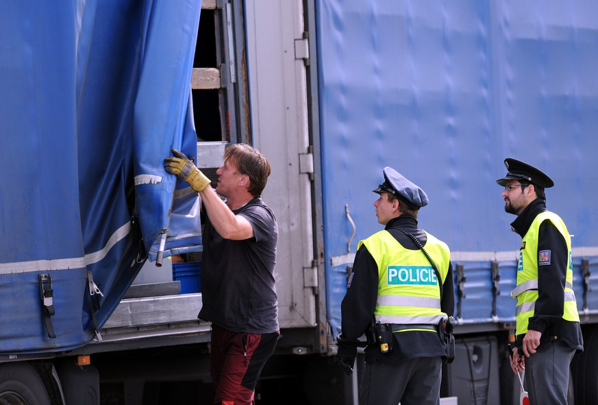 Policemen check a truck at the border to Austria in Dolni Dvoriste, Czech Republic, Monday, Sept. 14, 2015. The Czech Republic reinforces patrols of the Czech-Austrian border after Germany reimposed border checks to control migrant wave. (Vaclav Pancer/CTK via AP)  SLOVAKIA OUT