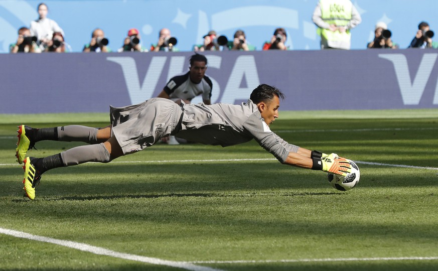 Costa Rica goalkeeper Keylor Navas makes a save during the group E match between Brazil and Costa Rica at the 2018 soccer World Cup in the St. Petersburg Stadium in St. Petersburg, Russia, Friday, June 22, 2018. (AP Photo/Petr David Josek)