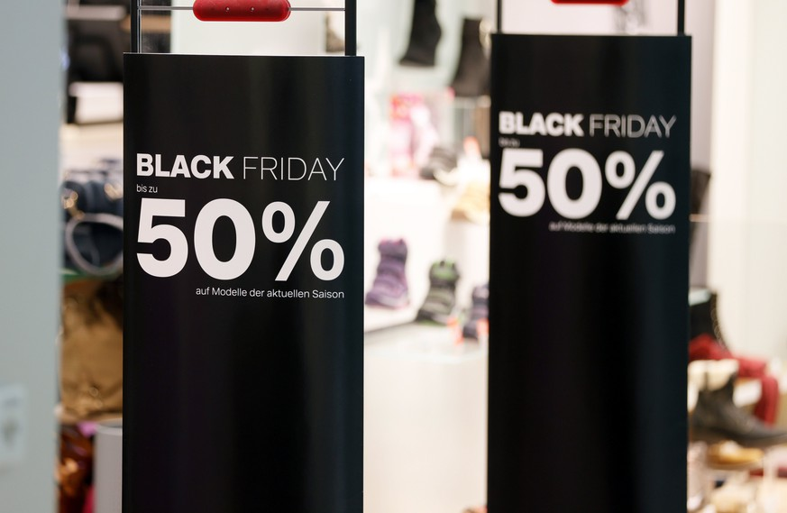 epa06347820 A Black Friday advertisement in a shop in Speyer, Germany, 24 November 2017. Black Friday is the day following Thanksgiving and the traditional beginning of the Christmas shopping season.  EPA/RONALD WITTEK