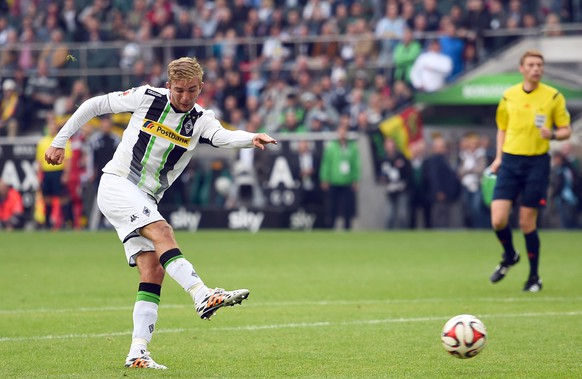 MOENCHENGLADBACH, GERMANY - AUGUST 24:  Christoph Kramer of Moenchengladbach scores his teams first goal during the Bundesliga match between Borussia Moenchengladbach and VfB Stuttgart at Borussia Park Stadium on August 24, 2014 in Moenchengladbach, Germany.  (Photo by Lars Baron/Bongarts/Getty Images)