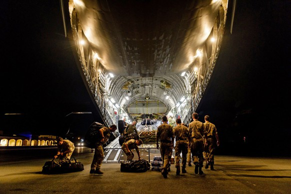 epa06193626 A handout photo made available by the British Ministry of Defence (MOD) on 09 September 2017 shows British members of 24 Commando Royal Engineers disembark withkit and equipment from a RAF C17 in response to Hurricane Irma on  British Virgin Islands, 09 September 2017. The first British troops were deployed to the Caribbean as part of the UK's humanitarian relief to British Territories in response to the emerging disaster following Hurricane Irma  EPA/Cpl Timothy Jones / HANDOUT MANDATOPRY CREDIT: CROWN COPYRIGHT HANDOUT EDITORIAL USE ONLY/NO SALES