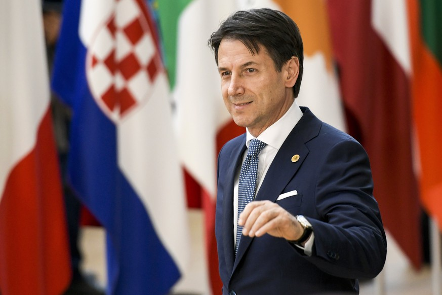 epa06847605 Italian Prime Minister Giuseppe Conte arrives for an European Council summit in Brussels, Belgium, 28 June 2018. EU countries' leaders meet on 28 and 29 June for a summit to discuss migration in general, the installation of asylum-seeker processing centers in northern Africa, and other security- and economy-related topics including Brexit.  EPA/NICOLAS LAMBERT