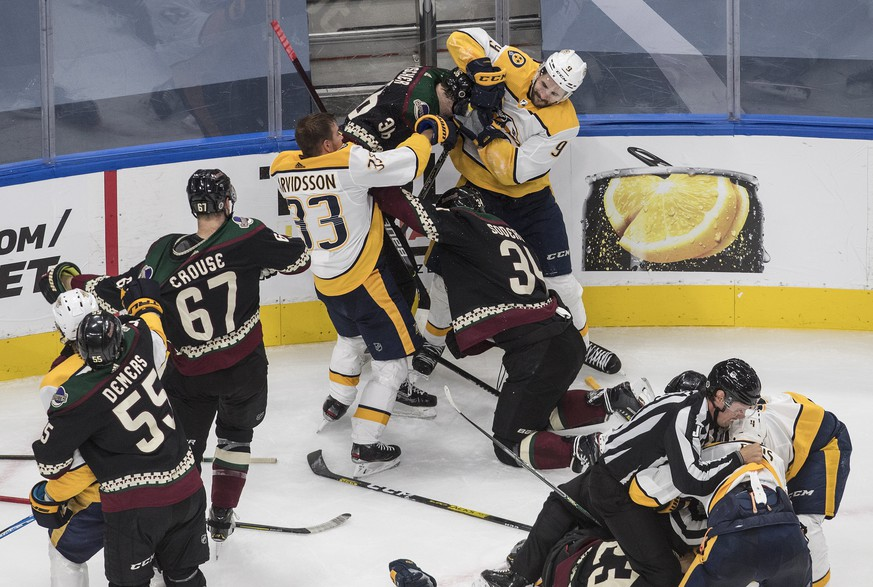The Nashville Predators and the Arizona Coyotes get in a line brawl during third period NHL qualifying round game action in Edmonton, on Wednesday, Aug. 5, 2020. (Jason Franson/The Canadian Press via AP)