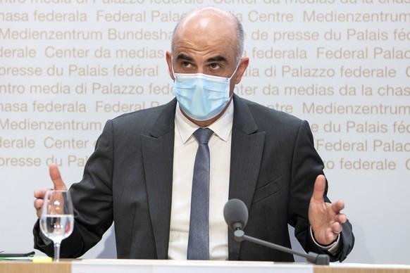 Bundesrat Alain Berset spricht an einer Medienkonferenz ueber Covid 19 Massnahmen, am Mittwoch, 26. Mai 2021, in Bern. (KEYSTONE/Peter Schneider)