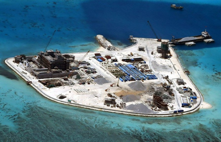 epa05165477 (FILE) A file handout picture dated 18 February 2015 and made available by the Armed Forces of the Philippines (AFP) Public Affairs Office shows an aerial view of construction at Mabini (Johnson) Reef by China, in the disputed Spratley Islands, in the south China Sea. China has deployed two batteries of sophisticated surface-to-air missile launchers to a disputed island in the South China Sea, news reports said on 17 February 2016. Satellite imagery from ImageSat International showed two batteries of eight missile launchers on Woody Island, part of the contested Paracel Islands, media reported. A US official confirmed that the imagery showed the HQ-9 air defense system, which has a range of around 200km, the report said. The report came as US President Barack Obama met with South-East Asian leaders in California, where they called for 'maritime security' and urged 'non-militarization and self-restraint' by countries in the region. Beijing claims nearly all of the South China Sea, including small islands that are hundreds of kilometres from its southern coast. Four countries in South-East Asia have unresolved territorial disputes with China over the South China Sea, which has important shipping lanes and potential oil and other natural resources. EPA/ARMED FORCES OF THE PHILIPPINES HANDOUT EDITORIAL USE ONLY/NO SALES +++(c) dpa - Bildfunk+++