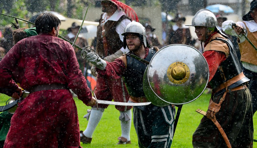 Men in historical costumes re-enact a battle at the Sehusafest medieval festival in Seesen, central Germany, on September 6, 2014. Organisers expect around 1,000 actors and more than 40,000 spectators to attend the Middle Age festival.            AFP PHOTO / DPA / PETER STEFFEN / GERMANY OUT