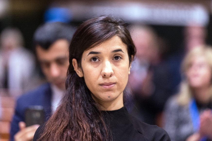 ARICHIV - ZUM GEWINNER DES FRIEDENSNOBELPREISES STELLEN WIR IHNEN FOLGENDES BILDMATERIAL ZUR VERFUEGUNG - epa05579487 The former IS prisoner Nadia Murad reacts after winning the Vaclav Havel Human Rights Prize in the Council of Europe in Strasbourg, France, 10 October 2016. The 23-year-old Jesidis fights against the enslavement of her faithmakers in the Northern Iraq by Islamic State (IS) militants. The young woman had found refuge in Baden-Wuerttemberg through a special program. ((KEYSTONE/EPA/PATRICK SEEGER)