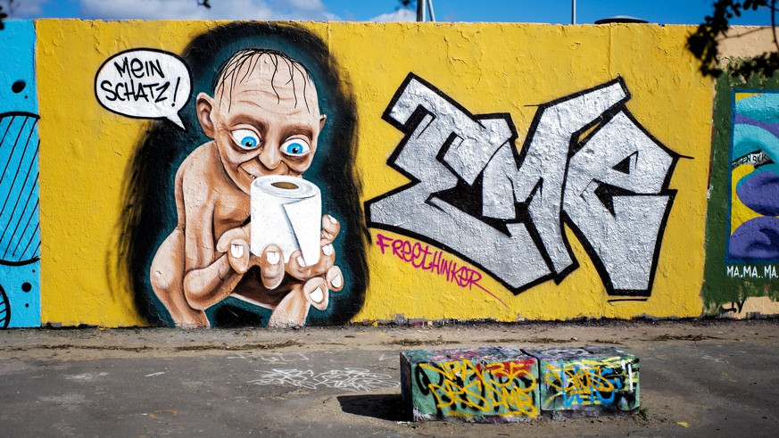 A graffiti depicting the character of Gollum from