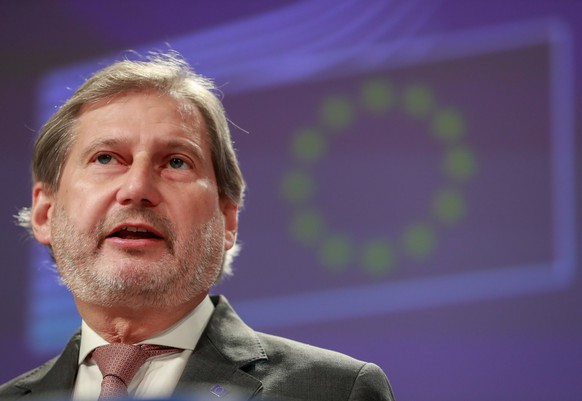 epa07236914 Johannes Hahn, EU commissioner for European Neighbourhood Policy and Enlargement Negotiations, gives a press conference on EU-Switzerland relations at the EU Commission in Brussels, Belgium, 17 December 2018. The EU Commission proposed to extend Swiss equivalence by six months.  EPA/STEPHANIE LECOCQ