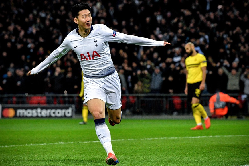 epa07367887 Tottenham's Heung-min Son celebrates after scoring the 1-0 lead during the UEFA Champions League round of 16 soccer match between Tottenham Hotspur and Borussia Dortmund at Wembley Stadium, Britain, 13 February 2019.  EPA/NEIL HALL