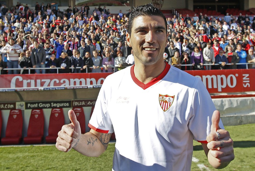 epa07617384 Jose Antonio Reyes posing for photographers during his presentation at Sanchez Pizjuan stadium in Seville, southern Spain, 06 January 2012. (Issued 01 June) Sevilla FC announced 01 June 2019, that Reyes, 35, died in a car accident in Seville when the vehicle he was off-road and burned. Jose Antonio Reyes, who currently played for Extremadura Fc, played for Sevilla FC, Real Madrid and Atletico de Madrid amongst other clubs.  EPA/Eduardo Abad