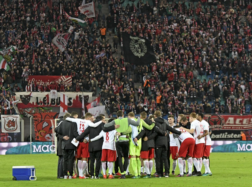 Leipzig's team celebrate after the German first division Bundesliga soccer match between RB Leipzig and 1. FSV Mainz 05 in Leipzig, Germany, Sunday, Nov. 6, 2016. Leipzig won by 3-1. (AP Photo/Jens Meyer)