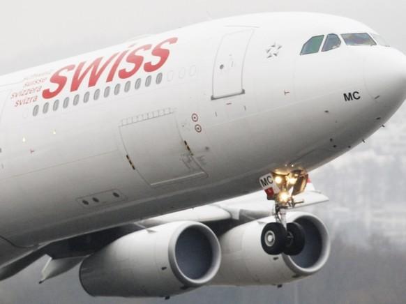 Ein Airbus A340 der Swiss - mit einem Flugzeug dieses Typs ging der dritte und letzte Rückholflug aus Indien in die Schweiz vonstatten. (Archivbild)