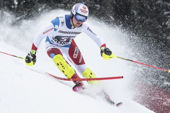 epa05714391 Niels Hintermann of Switzerland in action during the slalom run of the men's Super Combined, SC, race of the FIS Alpine Ski World Cup at the Lauberhorn, in Wengen, Switzerland, 13 January 2017.  EPA/JEAN CHRISTOPHE BOTT