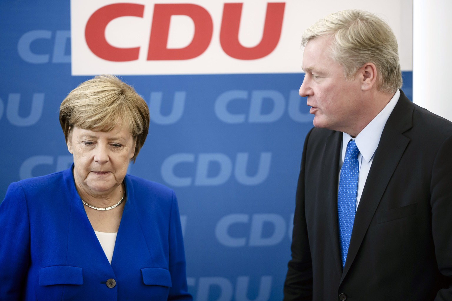 epa06268886 German Chancellor Angela Merkel (L) of the Christian Democratic Union (CDU) stands next to Bernd Althusmann (R), leader of the Christian Democratic Union (CDU) in Lower Saxony and top candidate for the state elections of his party, after he received flowers from her during a party's board meeting at the CDU headquarters in Berlin, Germany, 16 October 2017. According to preliminary official results, the CDU won 33.6 percent of the vote in Lower Saxony in the previous day's federal state elections, which were originally planned for 14 January 2018. The electoral term was brought forward after a deputy of the governing coalition had moved to the opposition fraction of conservatives, and the state government lost its one-vote majority in parliament.  EPA/CLEMENS BILAN