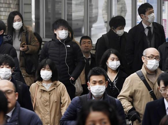 Ein chinesischer Lungenspezialist erwartet, dass das Coronavirus in einer Woche seinen Höhepunkt erreicht haben wird. Bis dahin ist der Mundschutz ein probates Mittel gegen eine Ansteckung.