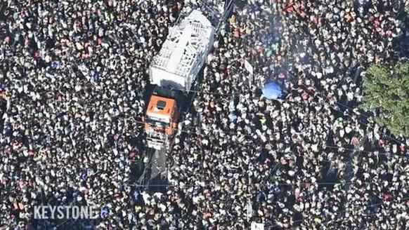 Zürich - 29.08.15 - So eindrücklich sieht die Street Parade 2015 aus der Luft aus. Die Mega-Party lockte auch dieses Jahr eine riesige Menschenmenge nach Zürich