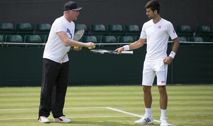 Novak Djokovic, of Serbia, and his coach Boris Becker, of Germany, seen during a training session at the All England Lawn Tennis Championships in Wimbledon, London, Saturday, June 27, 2015. (KEYSTONE/Peter Klaunzer)