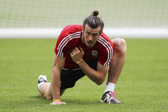 Wales' Gareth Bale attends a training session at the Stade de Bordeaux, in Bordeaux, France, Friday, June 10, 2016.  Wales will face Slovakia in a Euro 2016 Group B soccer match in Bordeaux, Saturday, June 11, 2016. (AP Photo/Andrew Medichini)