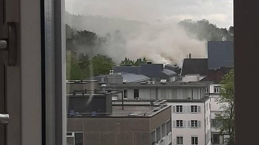 Brand auf dem Dach der Hirslanden-Klinik in Zürich