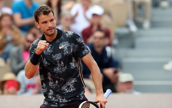 epa07610296 Grigor Dimitrov of Bulgaria plays Marin Cilic of Croatia during their men's second round match during the French Open tennis tournament at Roland Garros in Paris, France, 29 May 2019.  EPA/SRDJAN SUKI