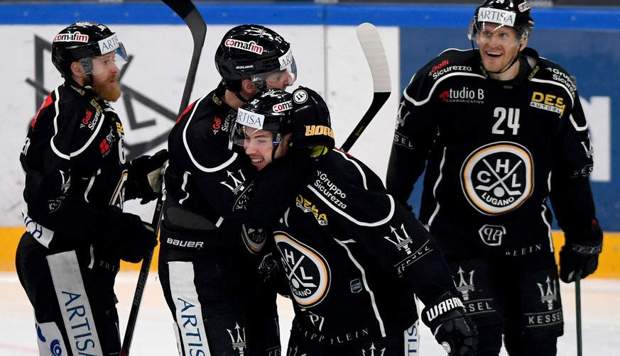 Lugano?s player Elia Riva, center, celebrates the 3-0 goal with team mate, during the preliminary round game of National League A (NLA) Swiss Championship 2019/20 between HC Lugano and ZSC Lions at the ice stadium Corner Arena in Lugano, Switzerland, Saturday,  December 07, 2019. (KEYSTONE/Ti-Press/Samuel Golay)