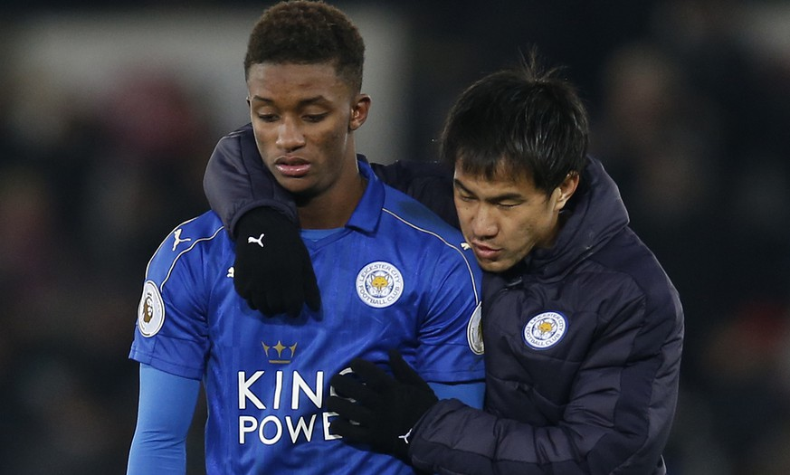 Football Soccer Britain - Swansea City v Leicester City - Premier League - Liberty Stadium - 12/2/17 Leicester City's Demarai Gray looks dejected with Shinji Okazaki after the match Action Images via Reuters / Paul Childs Livepic EDITORIAL USE ONLY. No use with unauthorized audio, video, data, fixture lists, club/league logos or