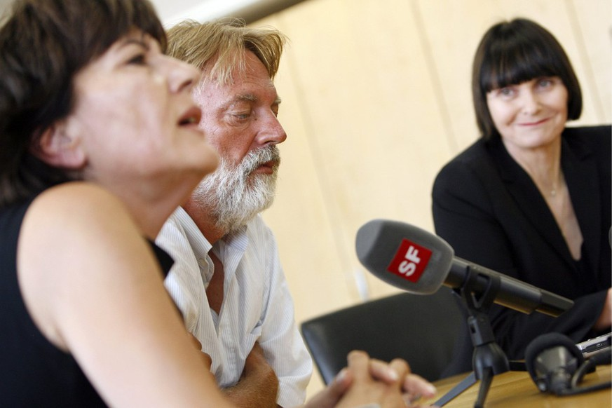 Werner Greiner, centre, a Swiss citizen who had been held hostage in Mali since January 2009, speaks next to his wife Gabriella Barco Greiner, left, and Swiss federal Councillor Micheline Calmy-Rey, right, at the Airport in Zurich, Switzerland, Tuesday, July 14, 2009. The release was the second in a matter of hours on opposite sides of the world of hostages being held by groups linked to al-Qaida. In the Philippines, militants freed an Italian Red Cross worker earlier Sunday. (KEYSTONE/POOL/Alessandro Della Bella)