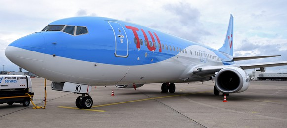 epa05150105 A Boeing 737-800 of Tuifly standing at Hanover Airport in Hanover-Langenhagen, Germany, 08 February 2016. The world's biggest tourism group Tui welcomes his shareholders for the general assembly in Hanover. Tui has more than 76,000 employees worldwide with roughly 1,000 in Germany, half of which work in Lower Saxony.  EPA/HOLGER HOLLEMANN