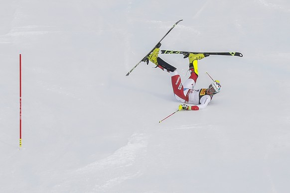epa07376721 Daniel Yule of Switzerland crashes during the first run of the men's Slalom race at the FIS Alpine Skiing World Championships in Are, Sweden, 17 February 2019.  EPA/VALDRIN XHEMAJ