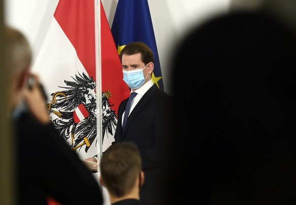 epa08820090 Austrian Chancellor Sebastian Kurz (C) attends a press conference at the Austrian Chancellery in Vienna, Austria, 14 November 2020. The Austrian government announces to tighten and extend the current lockdown to slow down the ongoing pandemic of the COVID-19 disease caused by the SARS-CoV-2 coronavirus. Stricter measures include restrictions concerning the movement of individuals and the closing of all non essential businesses and educational institutions.  EPA/CHRISTIAN BRUNA