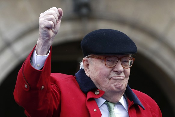Former far-right National Front party leader Jean-Marie Le Pen clenches his fist at the statue of Joan of Arc, Monday May 1, 2017, in Paris. Jean-Marie Le Pen is holding the Joan of Arc event again Monday, a march his daughter, French presidential candidate Marine le Pen, wants nothing to do with. (AP Photo/Kamil Zihnioglu)