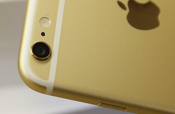 OREM, UT - SEPTEMBER 18: The camera and flash of an Apple iPhone 6 Plus gold, is shown here at a Verizon store on September 18, 2014 in Orem, Utah. Apples new iPhone 6's go on sale tomorrow September 20, 2014. (Photo by George Frey/Getty Images