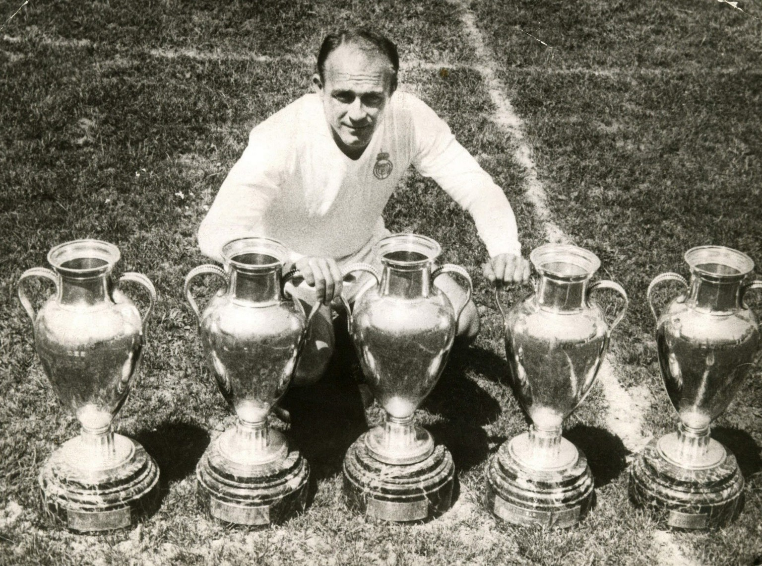 epa04304016 (FILE) A file picture dated 25 May 1960 shows Real Madrid's player Alfredo di Stefano posing with the five trophies of at that time Europe's Cup won by Real Madrid at Chamartin stadium in Madrid, central Spain. Di Stefano died at Gregorio Maranon hospital in Madrid on 07 July, relatives informed. Di Stefano, who turned 88 on 04 July 2014, was admited to Gregorio Maranon hospital on 05 July 2014 as a result of a cardiac-respiratory arrest he has suffered in the surroundings of Santiago Bernabeu stadium.  EPA/-